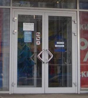 Алюминевая дверь