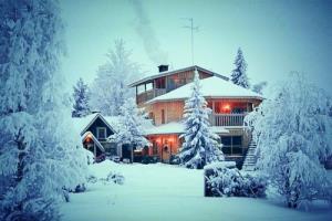 Снег у дома